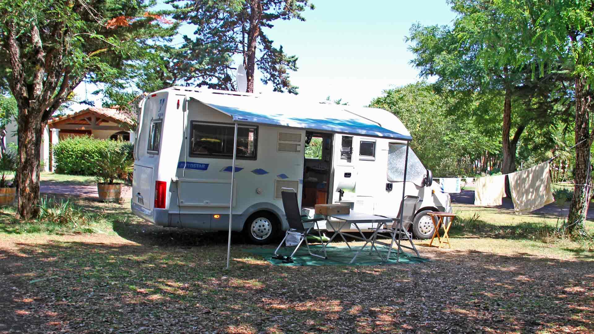 Camping La Brande Ile D'Oleron Emplacement Camping Car