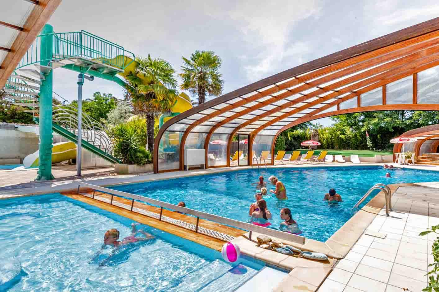 ile d'Oleron Camping La Brande piscine couverte et chauffée